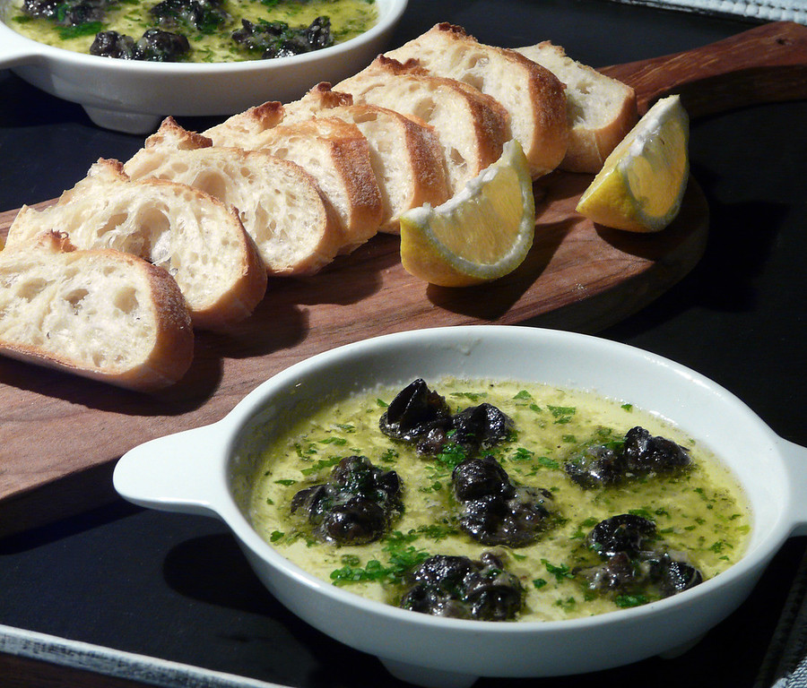 Escargot%20in%20Garlic%20Butter%20Sauce%
