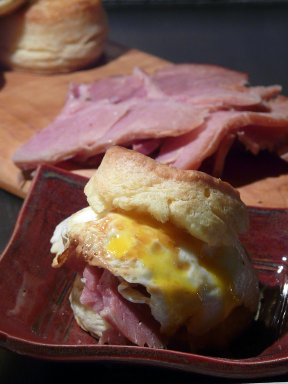 Biscuits%20with%20Ham%20and%20Egg%20Janu