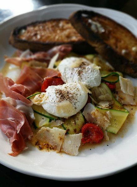 Poached%20Eggs%20with%20Zucchini%20and%2